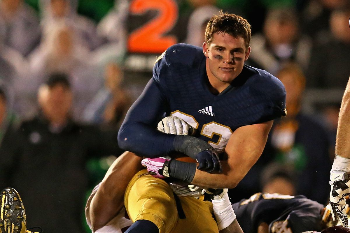 Notre Dame S Ridiculously Photogenic Running Back Reflects On The Photo That Made Him A Meme Sbnation Com