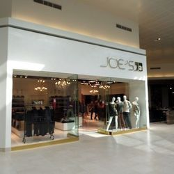 The store is on the second floor. Photos: Courtesy of the Fashion Outlets of Chicago