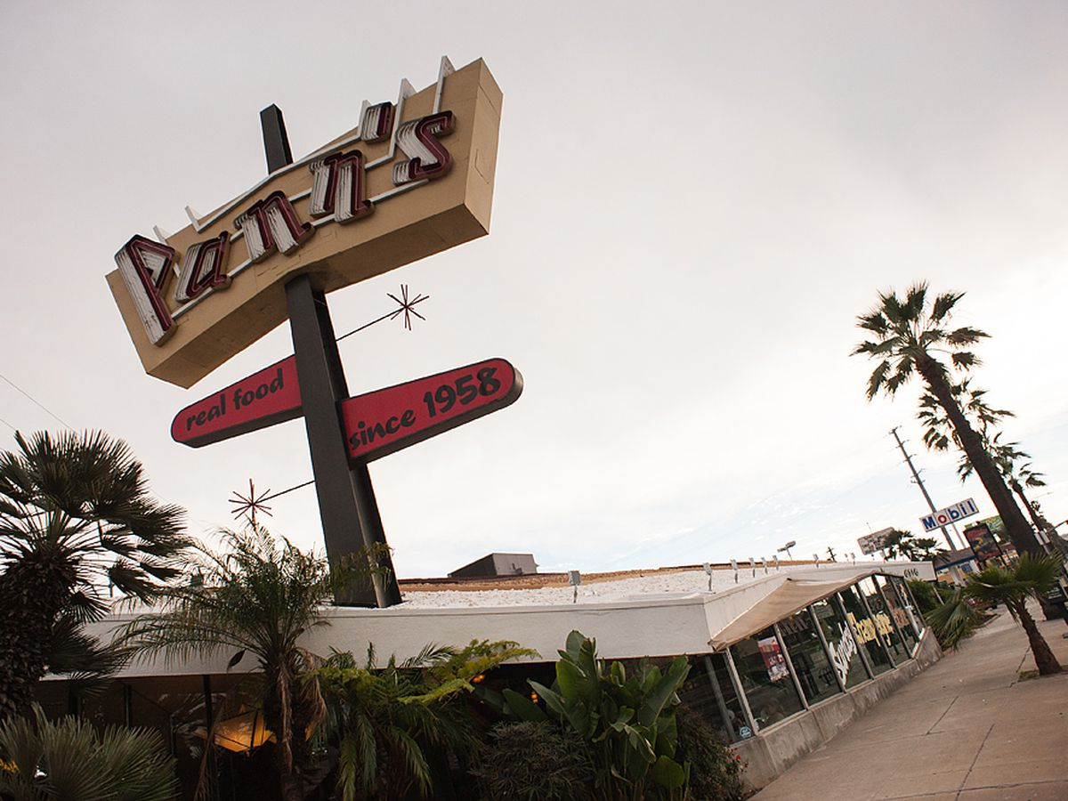 16 Solid Places to Eat Around Los Angeles International Airport (LAX)
