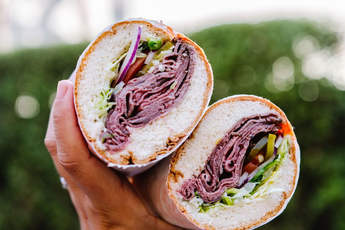 A roast beef sandwich