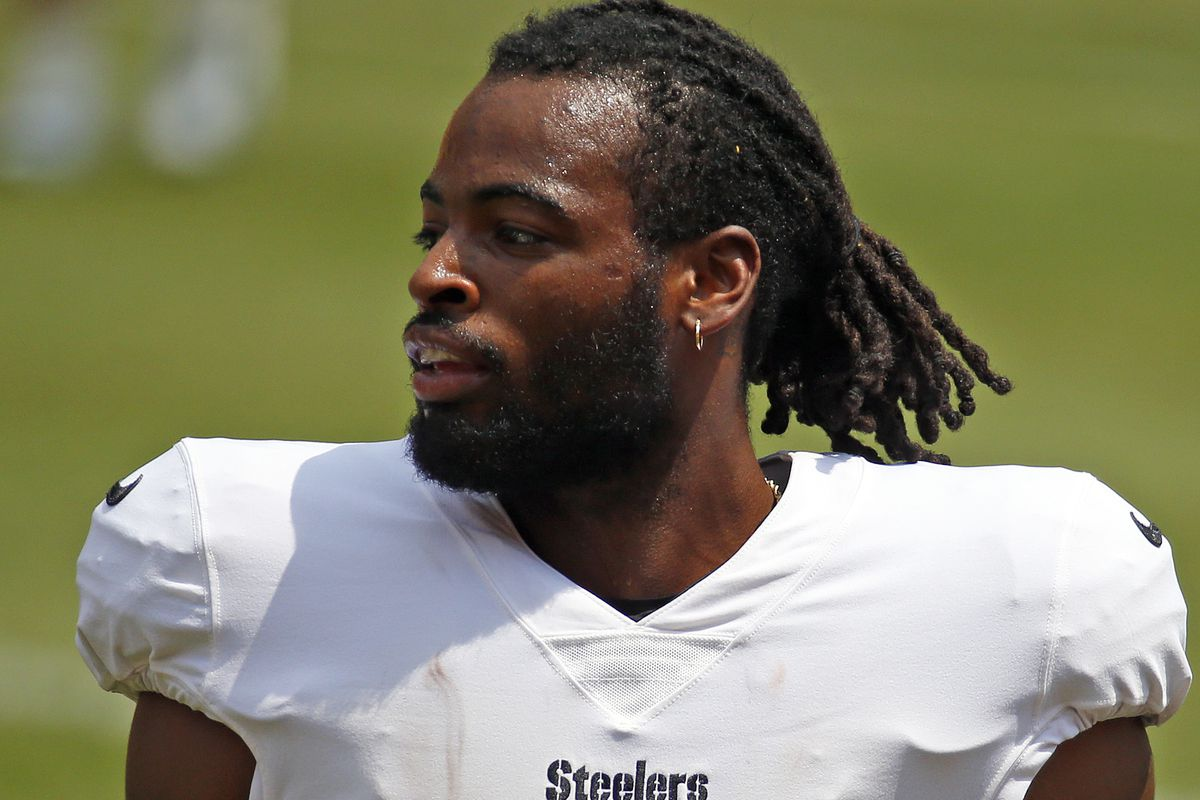 Najee Harris #22 of the Pittsburgh Steelers in action during training camp at Heinz Field on July 28, 2021 in Pittsburgh, Pennsylvania.