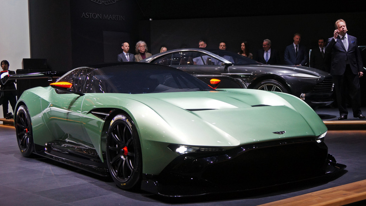 Aston Martin Vulcan >> Up Close With Aston Martin S Vulcan Supercar And Electric