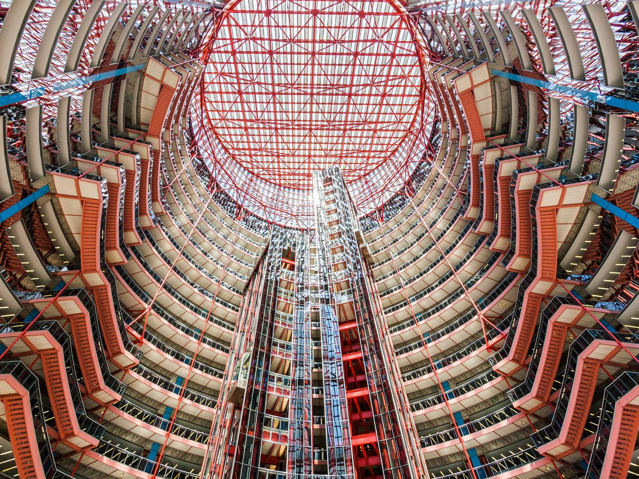 The Thompson Center's 17-story atrium is one of Chicago's great public spaces, argue its proponents.