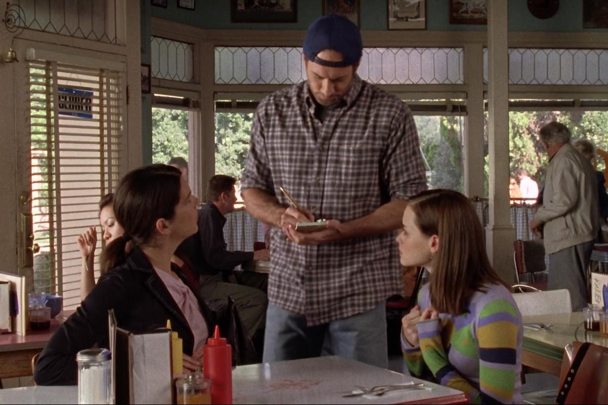 The Gilmore girls at Luke's Diner
