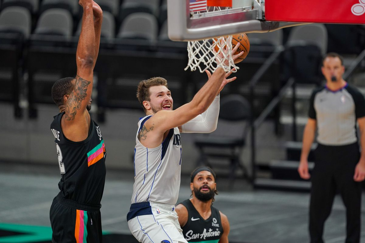 Dallas Mavericks guard Luka Doncic shoots in the second half against the San Antonio Spurs at the AT&T Center.