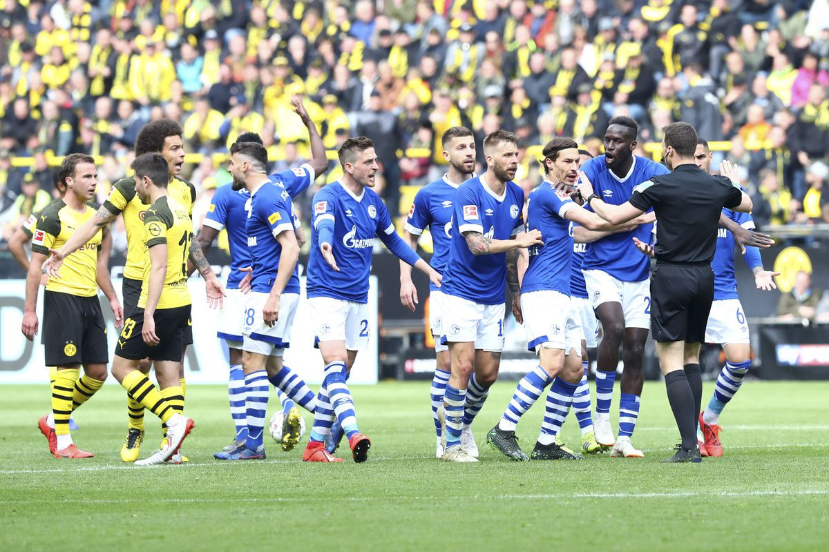 Bundesliga - Schalke players plead with referee during the last Revierderby