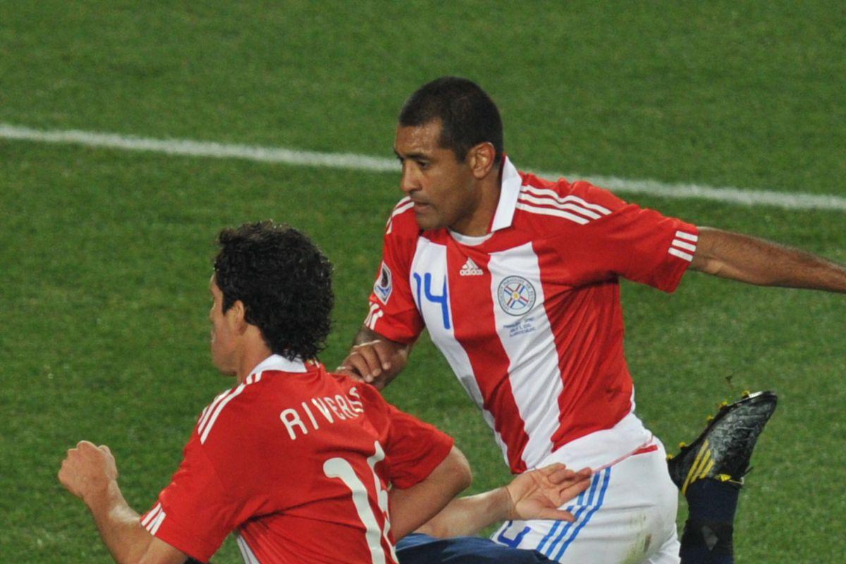Spain's striker David Villa (C) falls be