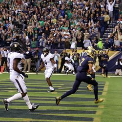 Will Fuller hauls in the first touchdown of the game