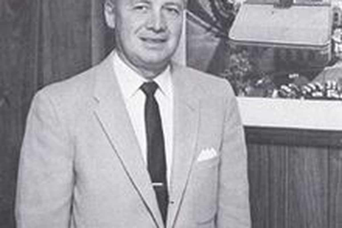 Husky Great Tippy Dye (always a sharp dresser) passes at the age of 97! - Wikipedia