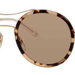 The tortoise plastic rim and eyebrow bar are a perfect update to the original teashade.