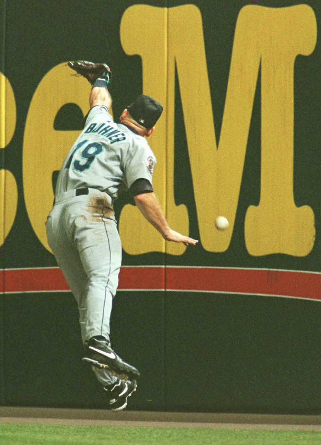 Seattle Mariners right fielder Jay Buhner misplays