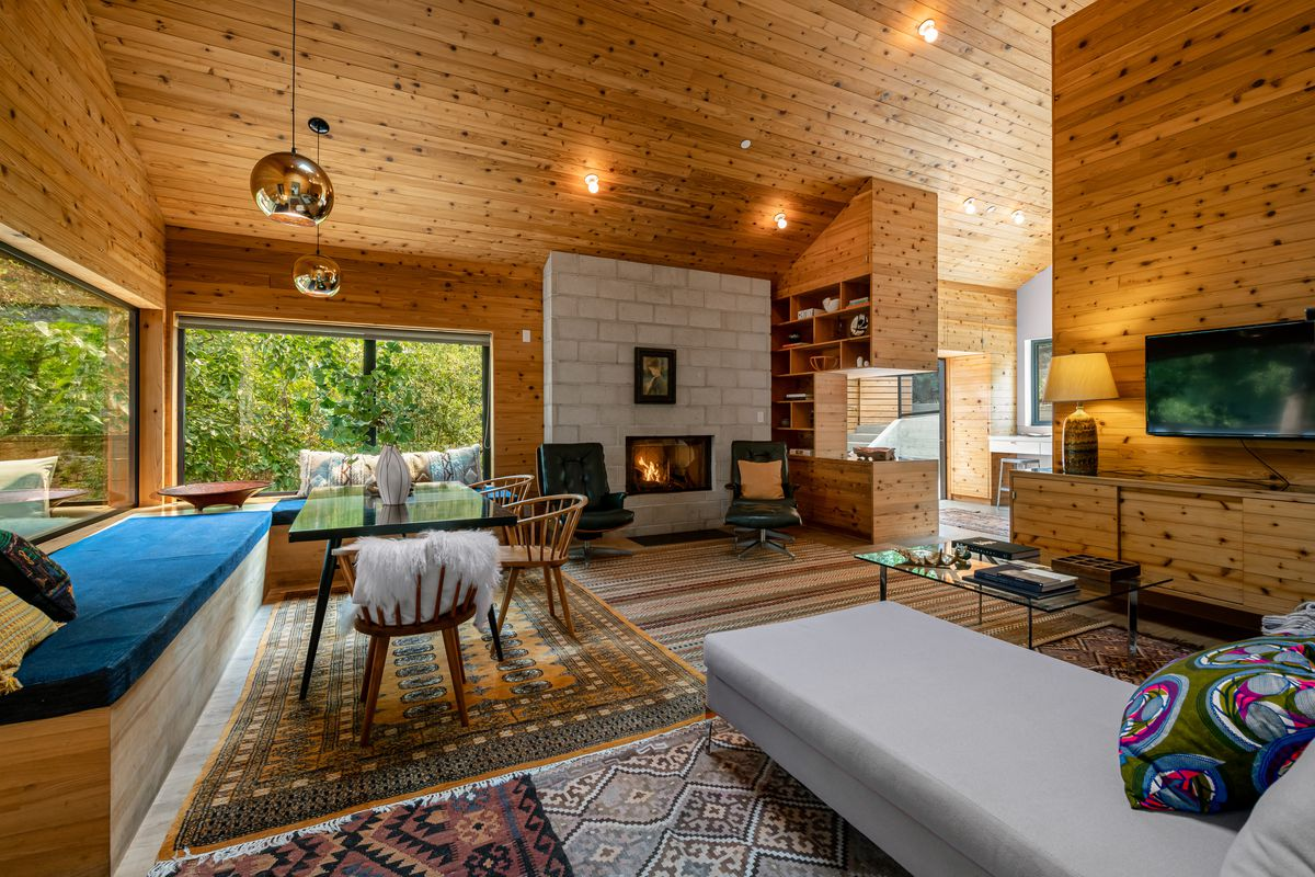 Living room with walls of pine.