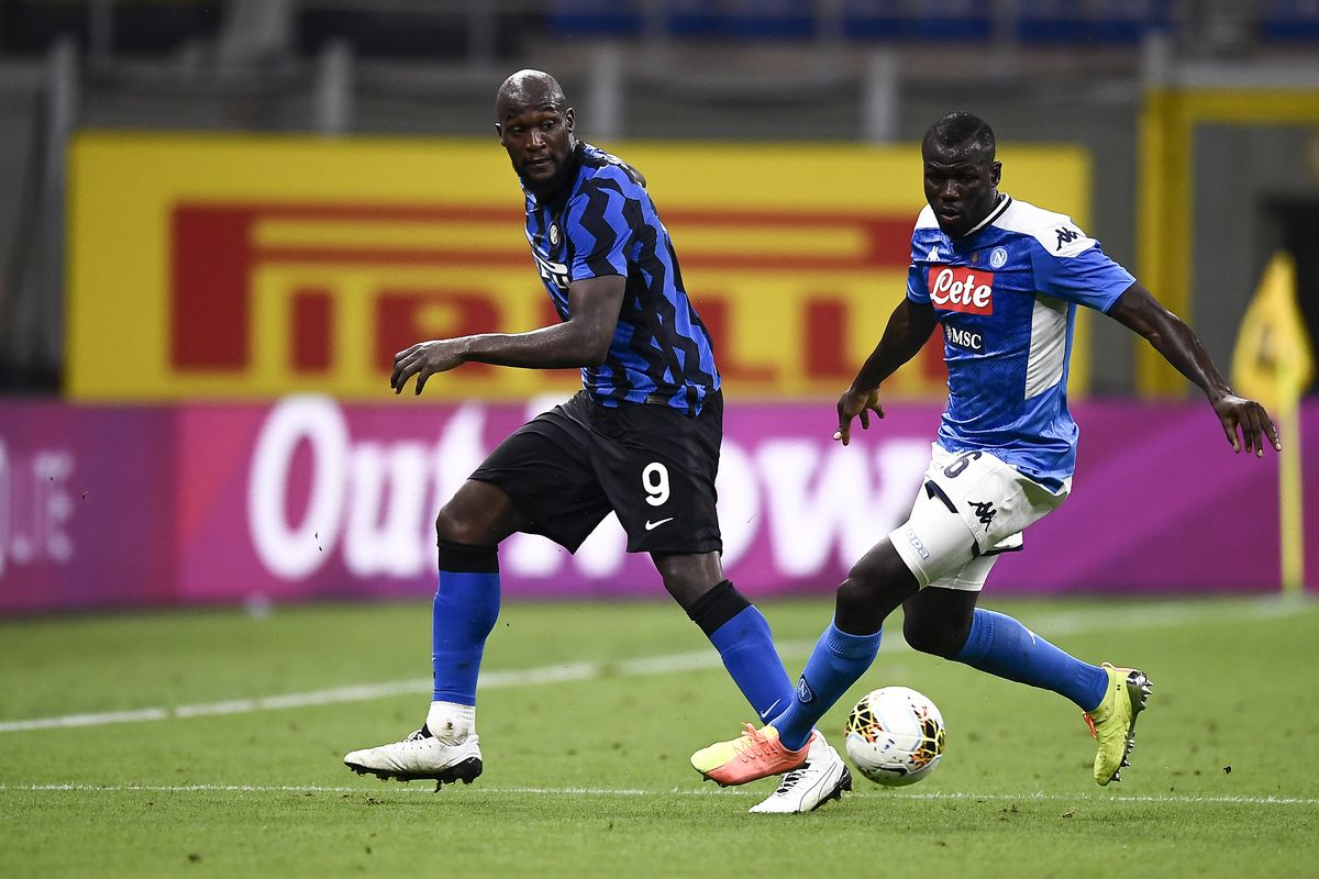 Romelu Lukaku (L) of FC Internazionale competes for the ball...