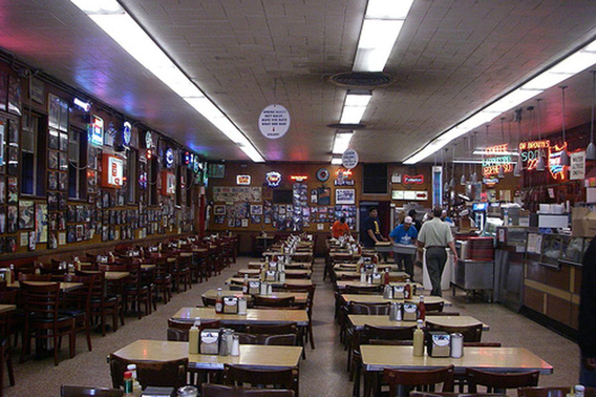 NYC: The Dining room at Katz's Delicatessen