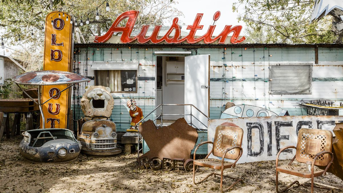 Austin S Legacy Of Neon Signs Curbed