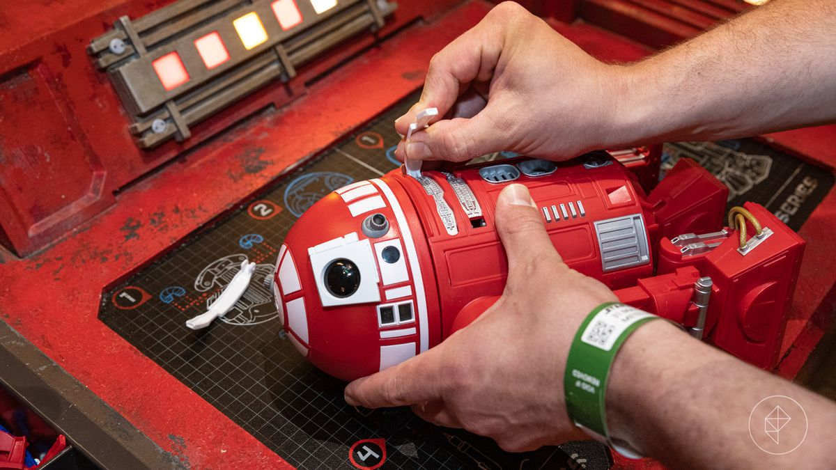 85e78240f47 Star Wars Land's custom droid-building experience requires some strategy