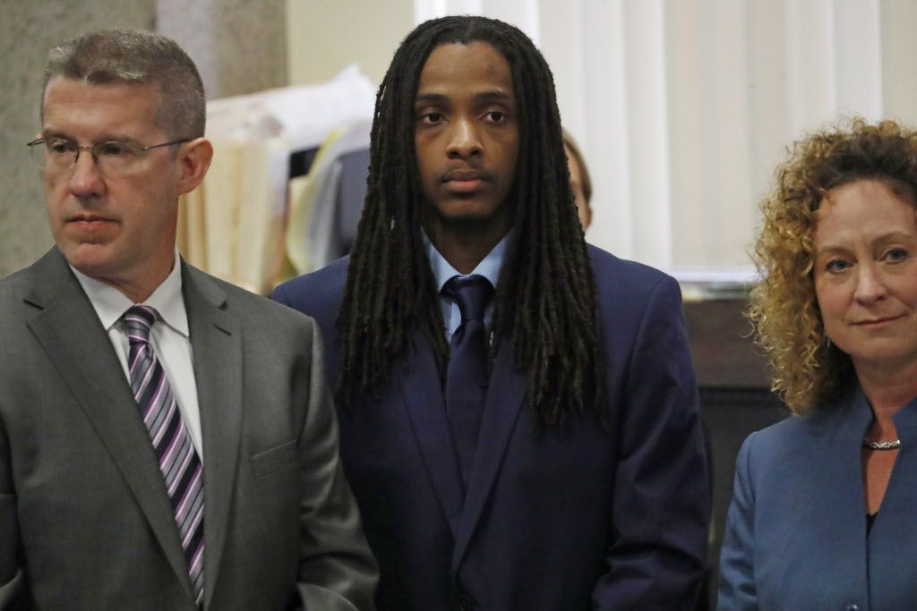 Defendant Kenneth Williams, center, is flanked by attorneys Matt McQuaid, and Julie Koehler, during opening arguments in the Hadiya Pendleton murder trial at the Leighton Criminal Court Building, Tuesday, Aug. 14, 2018. Jose M. Osorio| Chicago Tribune via