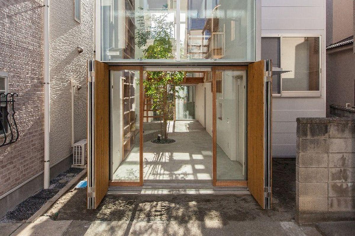 Modern Tokyo Home Brings The Street Inside