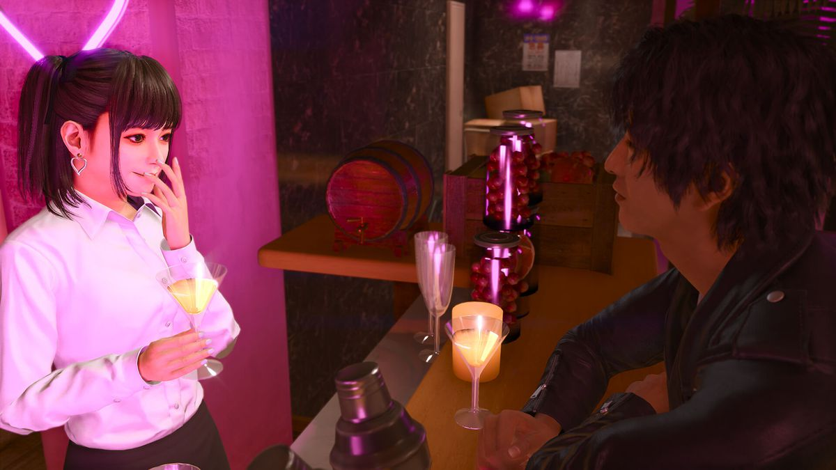 Lost Judgment protagonist Takayuki Yagamihas a martini with a young woman