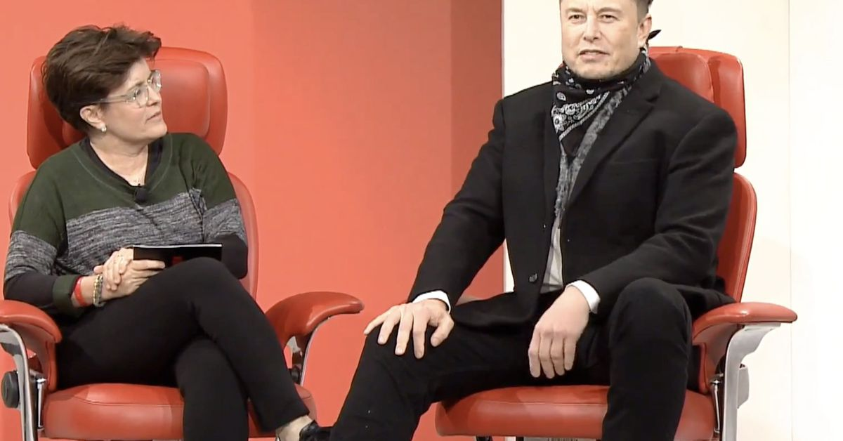 Elon Musk to Jeff Bezos: 'You can't make your way to the Moon'