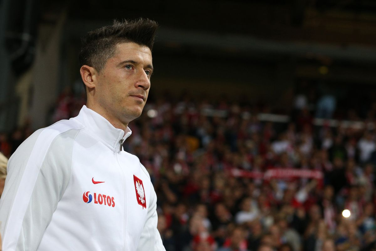 Robert Lewandowski criticizes Bayern s restrained transfer policy