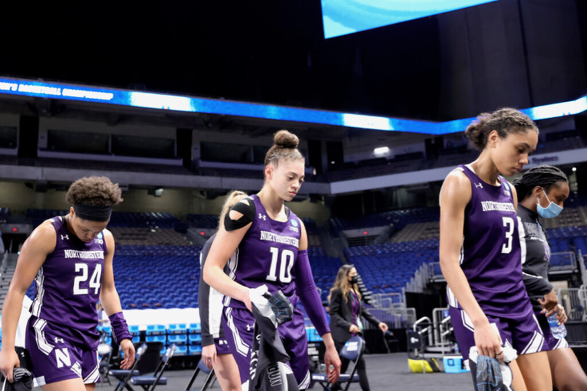 Lindsey Pulliam (10), Jordan Hamilton (24) and Lauryn Satterwhite leave the court after losing to Louisville in a second-round game in San Antonio.