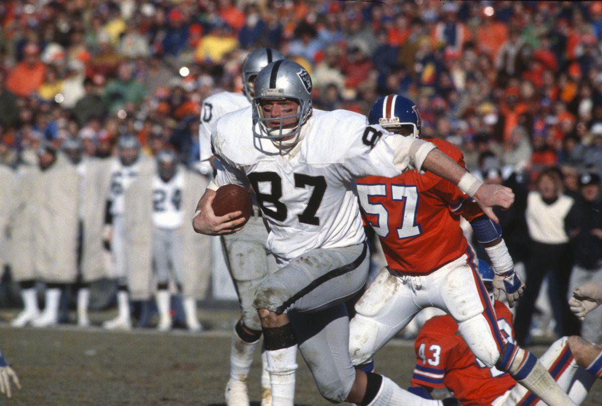 Los Angeles Raiders v Denver Broncos