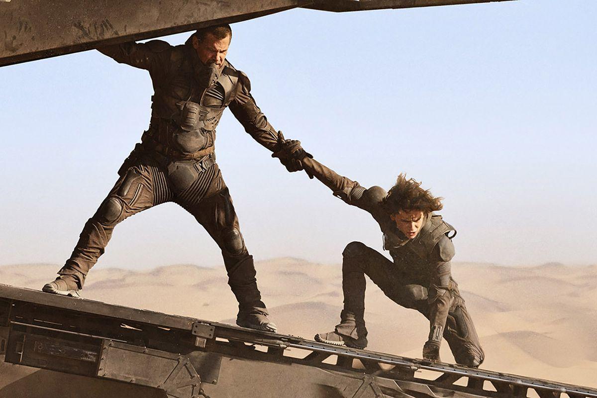 Josh Brolin and Timotée Chalamet as Gurney Halleck and Paul Atreides in Dune (2020).