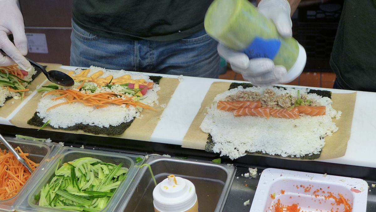 Sushi burrito assembly at Uma Temakeria.