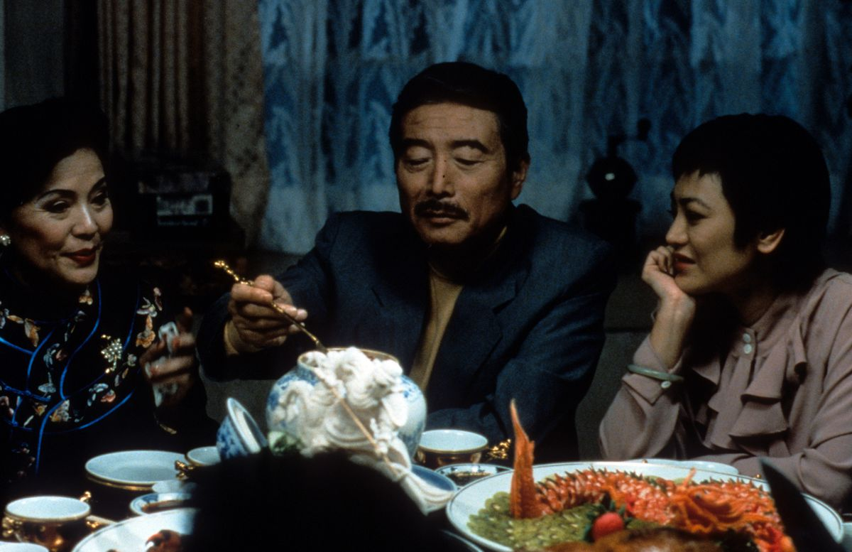 Sihung Lung serving himself at the table in a scene from the film 'Eat Drink Man Woman', 1994. (Photo by Buena Vista International/Getty Images)