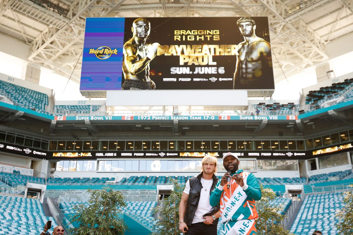 Floyd Mayweather Jr. and Logan Paul pose for photos at their Miami fight venue.