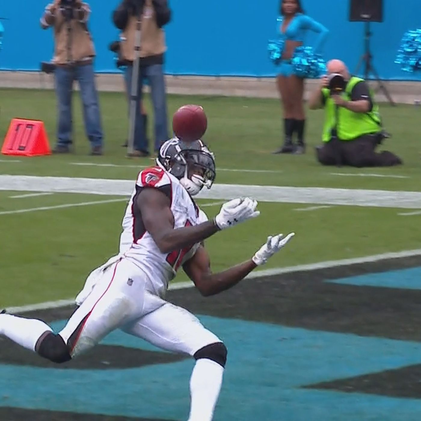 Julio Jones Dropped This Wide Open Td Pass In Heartbreaking Fashion Against The Panthers Sbnation Com