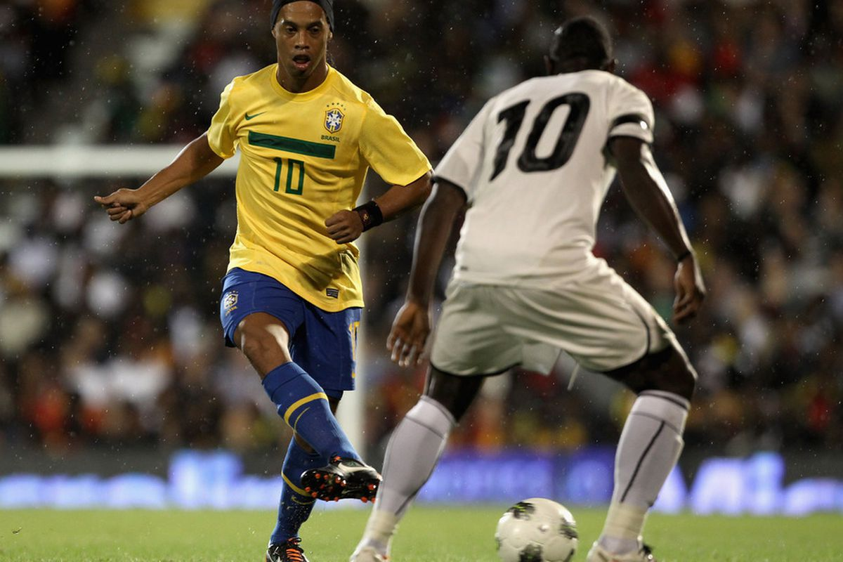 LONDON, ENGLAND - SEPTEMBER 05:  Ronaldinho of Brazil in action during the International friendly match between Brazil and Ghana at Craven Cottage on September 5, 2011 in London, England.  (Photo by Clive Rose/Getty Images)