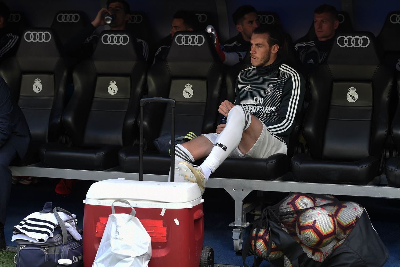 Bale tells family, agent he will stay in Real Madrid -report