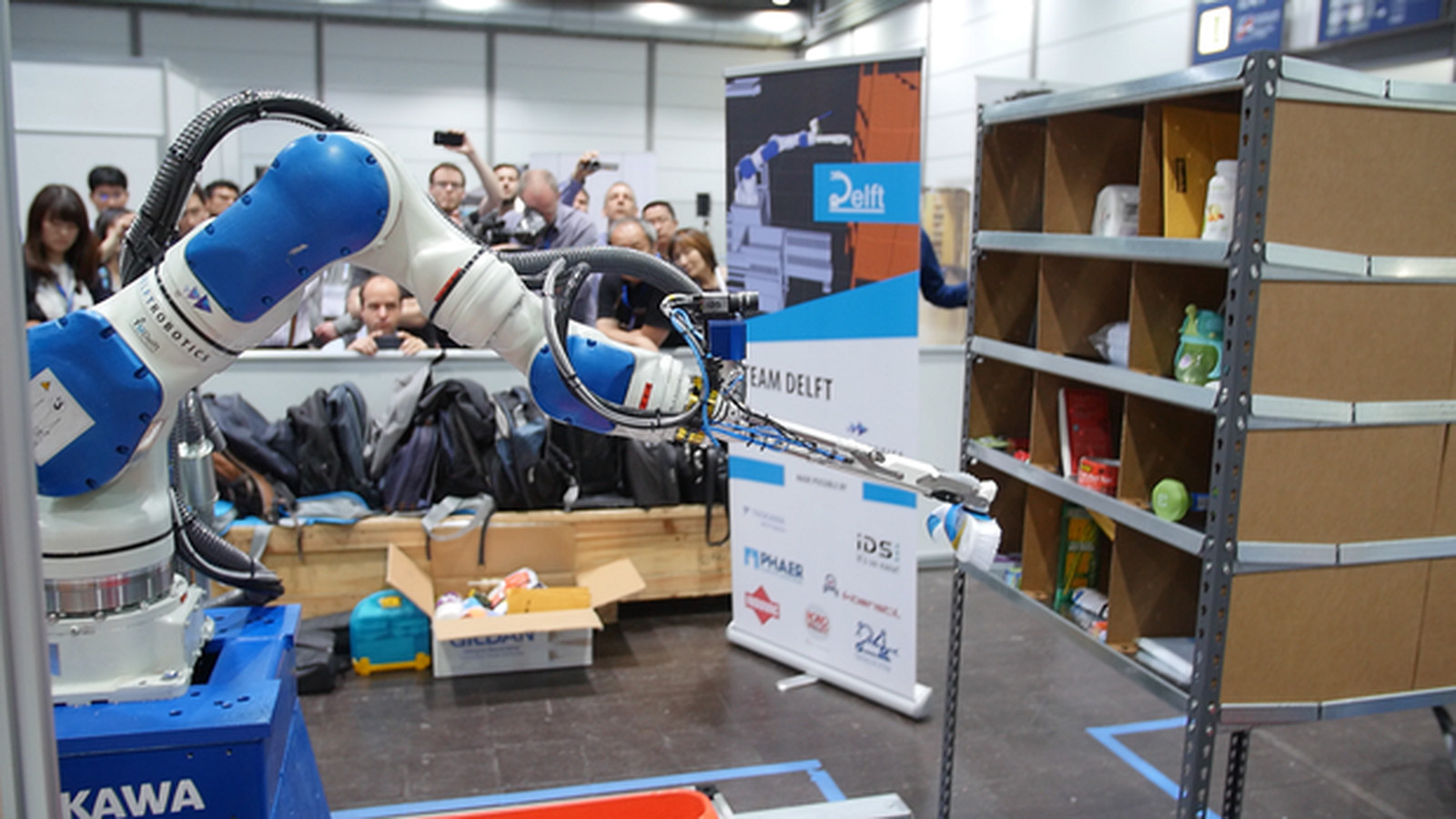 Amazon S Latest Robot Champion Uses Deep Learning To Stock