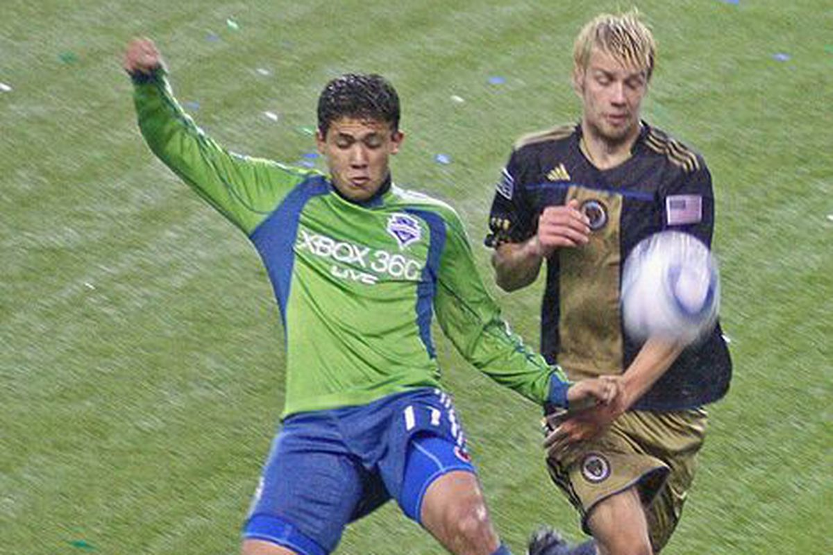 Toni Stahl fights with Fredy Montero for possession of a loose ball in Seattle.