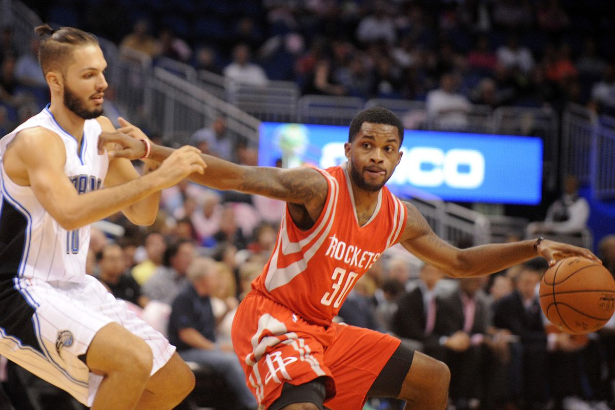 Troy Daniels tries not to look at Evan Fournier's haircut