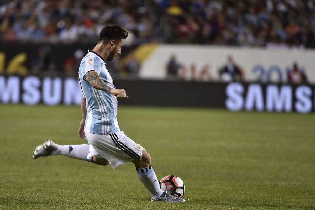 Messi nets his 2nd goal of the match