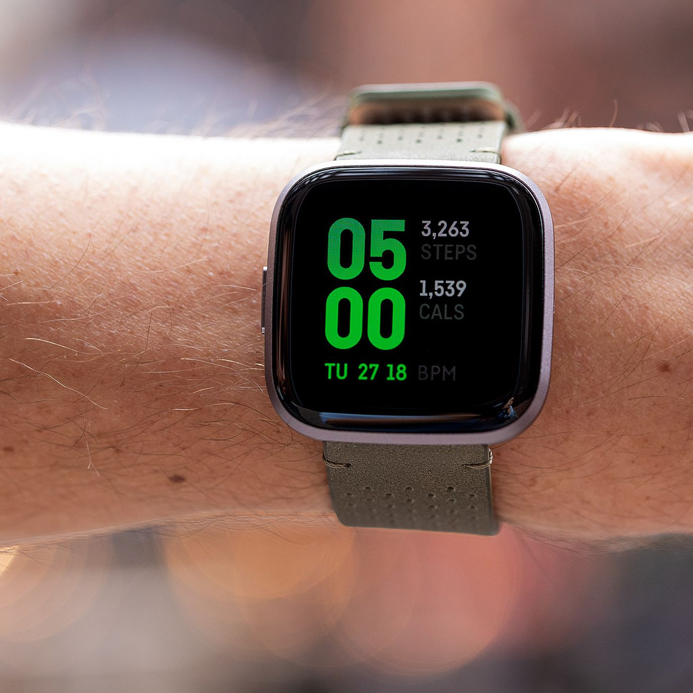 Fitbit Versa 2 Fitness Tracker in Built Alex Voice PEBBLE ONLY| Black