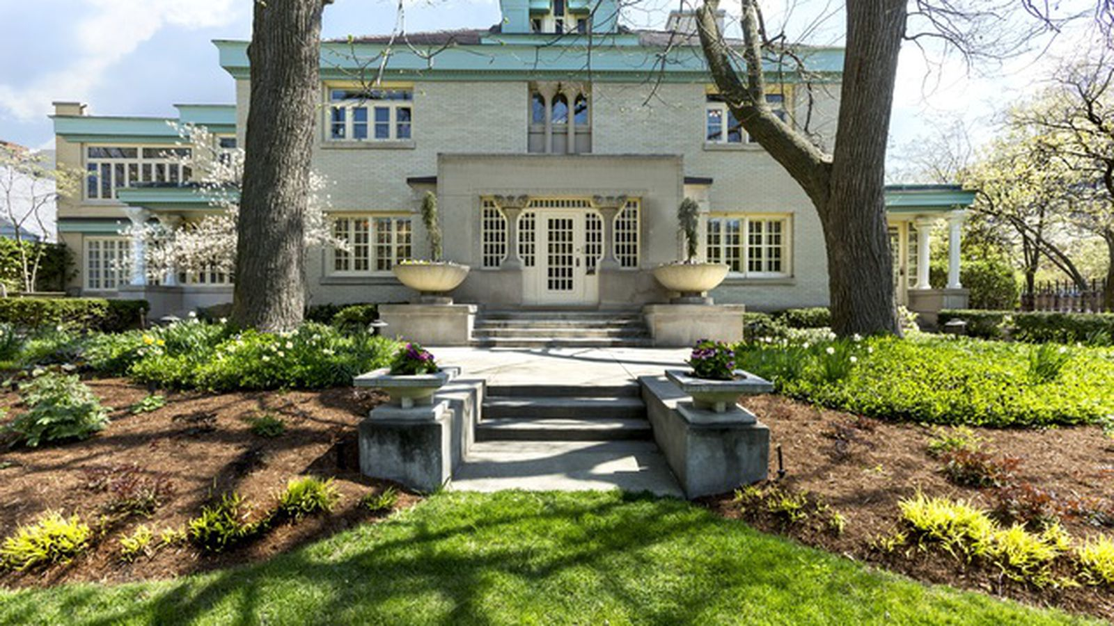 Provincial prairie school mansion by george maher returns for Chicago mansion for sale