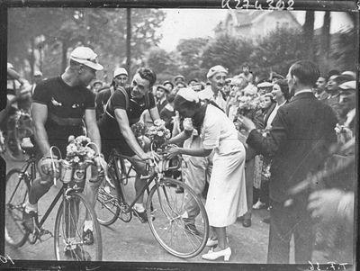 Josephine baker with Belgian riders Robert Wierinckx and Marcel Kint