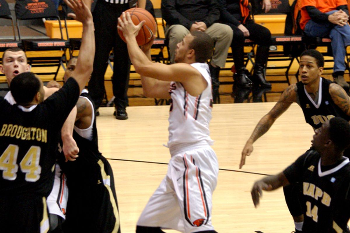 Roberto Nelson led Oregon St. to victory over Arkansas-Pine Bluff with a game high 26 points.