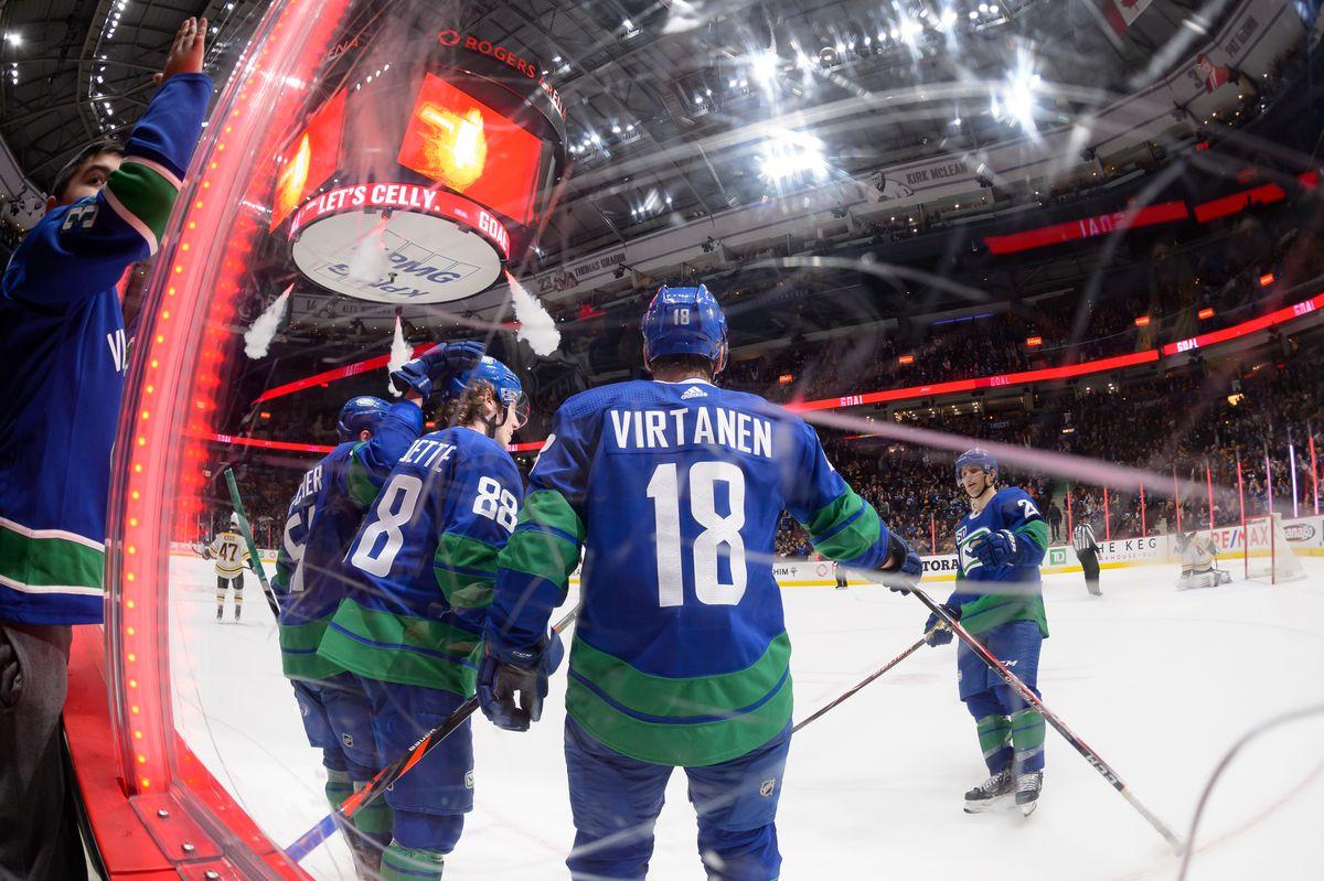 NHL: FEB 22 Bruins at Canucks