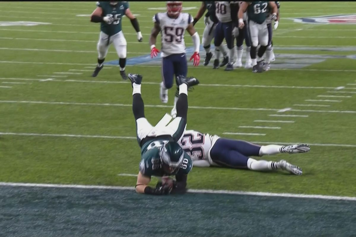 2d1d793f97c On a critical third down in the final minutes of the Super Bowl, a slanting  Eagles tight end Zach Ertz caught a pass from Nick Foles' at the Patriots  5-yard ...
