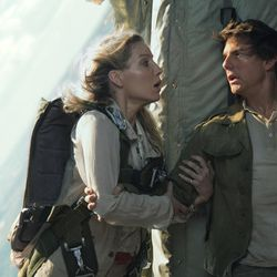"""Jenny Halsey (Annabelle Wallis) and Nick Morton (Tom Cruise) in """"The Mummy."""""""