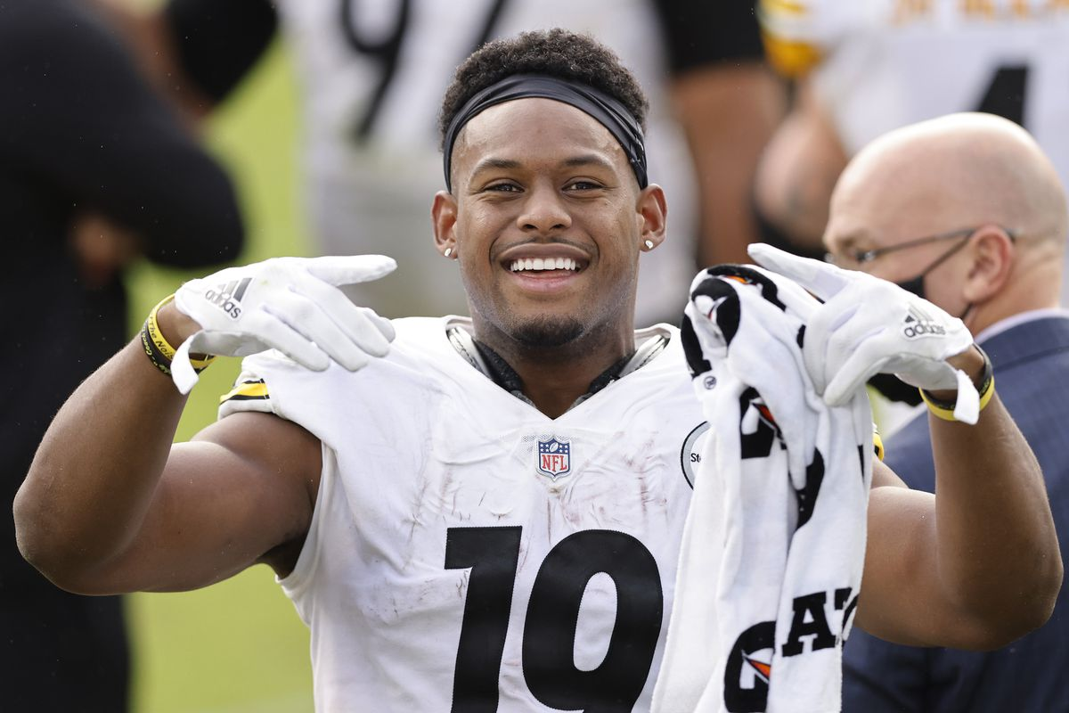 JuJu Smith-Schuster #19 of the Pittsburgh Steelers reacts against the Jacksonville Jaguars at TIAA Bank Field on November 22, 2020 in Jacksonville, Florida.