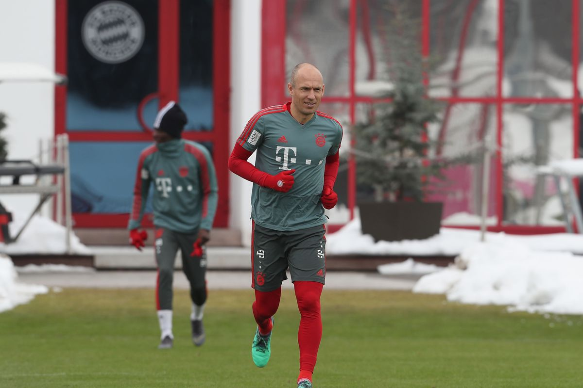 FC Bayern Muenchen - Training Session MUNICH, GERMANY - FEBRUARY 07: Arjen Robben (R) and Alphonso Davies of FC Bayern Muenchen arrive for a training session at the club's Saebener Strasse training ground on February 7, 2019 in Munich, Germany.