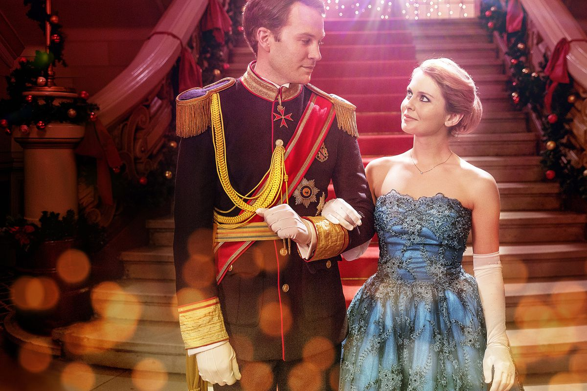 Prince Richard (Ben Lamb) and Amber (Rose McIver) arm in arm.