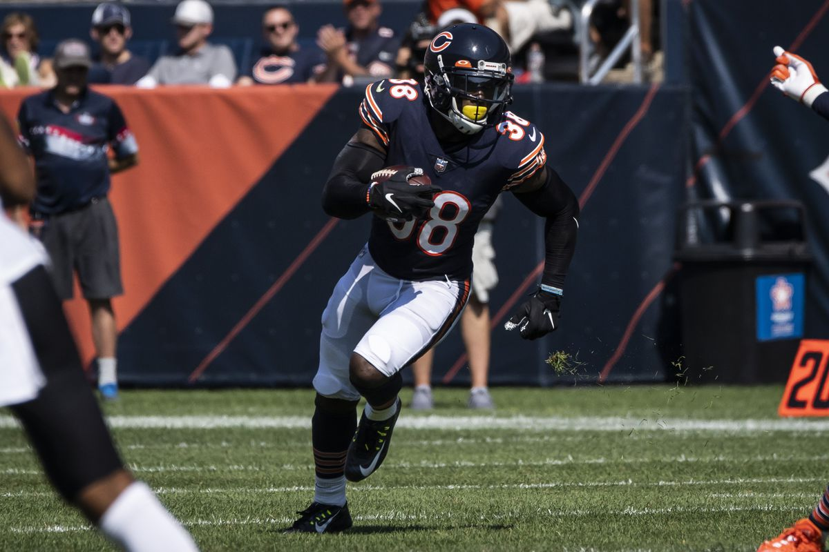 Bears safety Tashaun Gipson recovers a fumble by the Bengals' Tee Higgins during the second half Sunday.