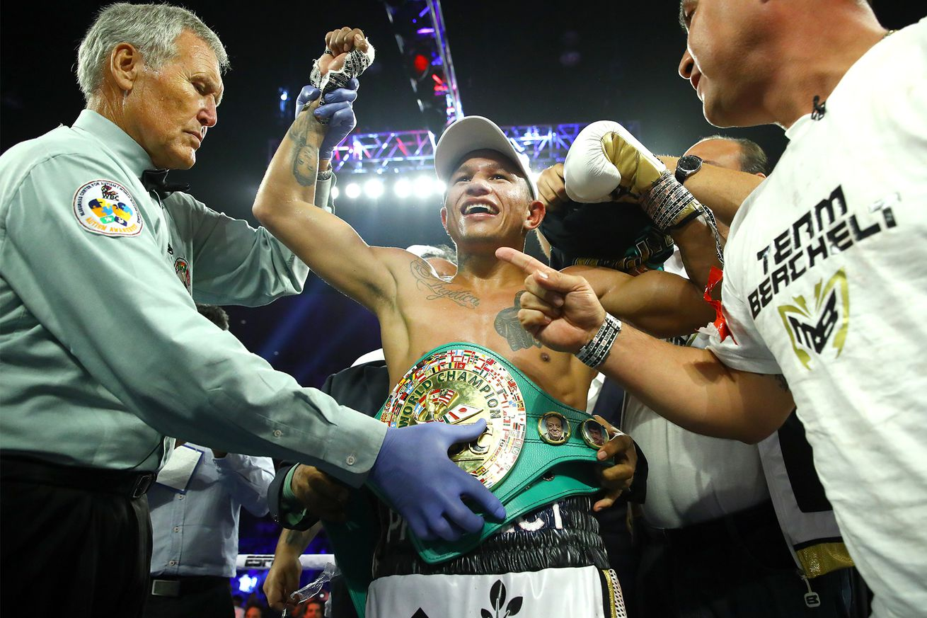 Miguel Berchelt victory.0 - Boxing pros react to Berchelt-Vargas II and Navarrete-Dogboe II